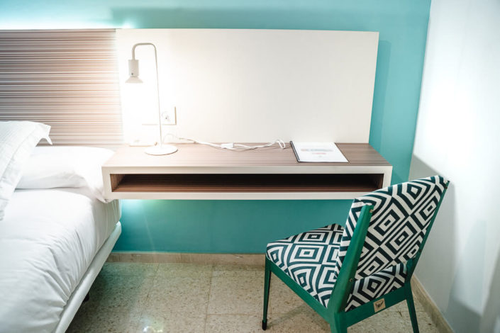 Escritorio y silla dormitorio